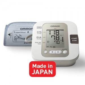 Kiểm tra huyết áp với máy đo huyết áp Omron JPN1 1