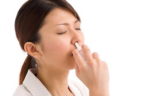 3.Sử dụng thuốc xịt mũi 1
