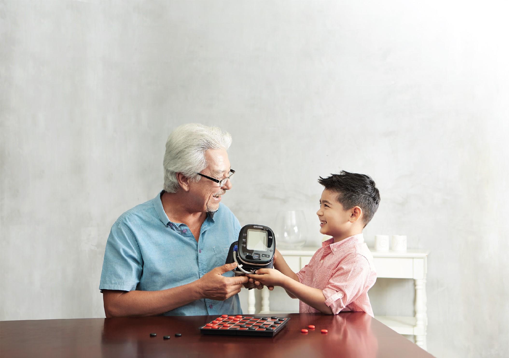 Vì sao bạn nên theo dõi huyết áp tại nhà? 1