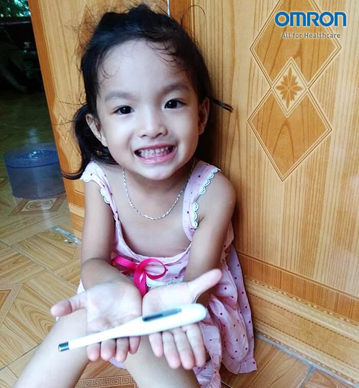 Chủ đề 1: Chia sẻ của mẹ Thái Thùy Dương sử dụng nhiệt kế MC-272 khi con sốt 1